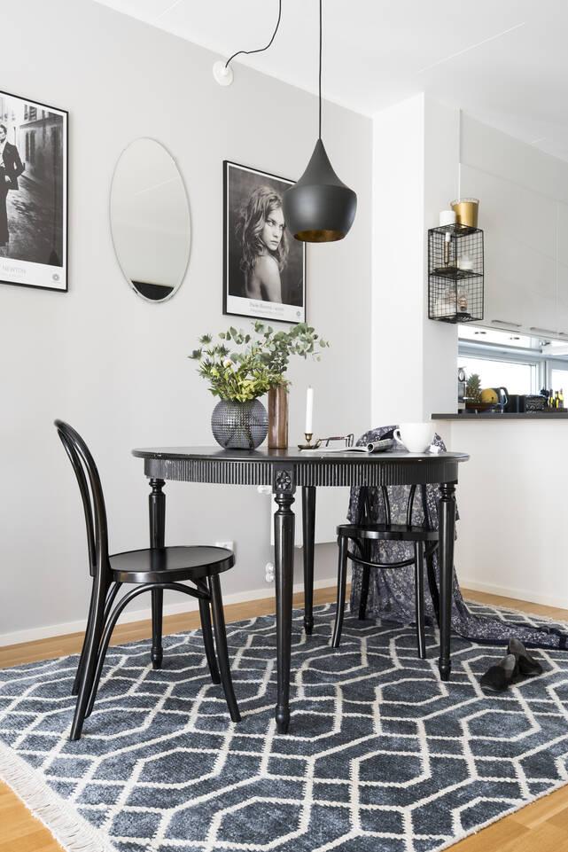 블랙 / 그레이  대나무 실크 베틀 -  카페트 식사 공간 .